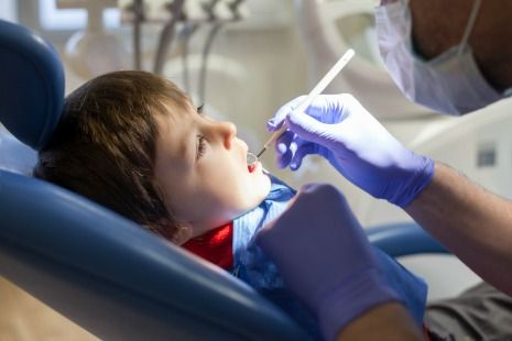 Kid's first dental visit to dentist